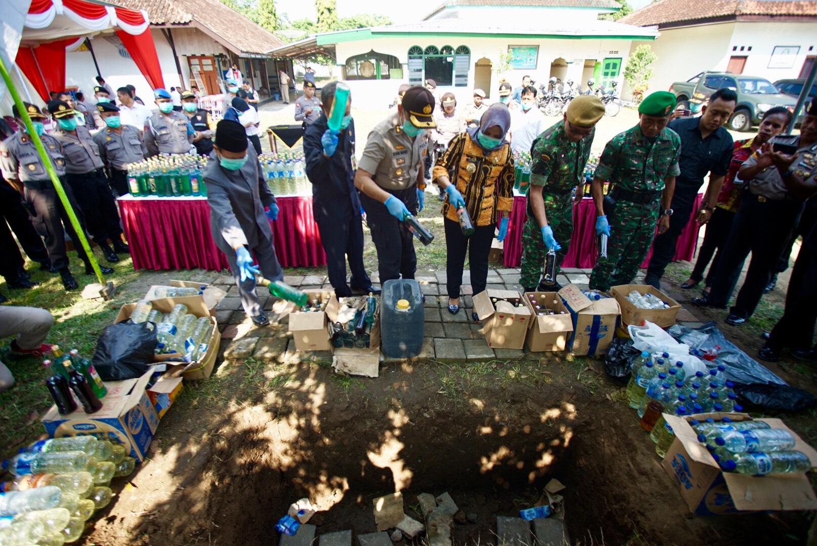 Polres Magelang Kota Musnahkan 1.156 Botol